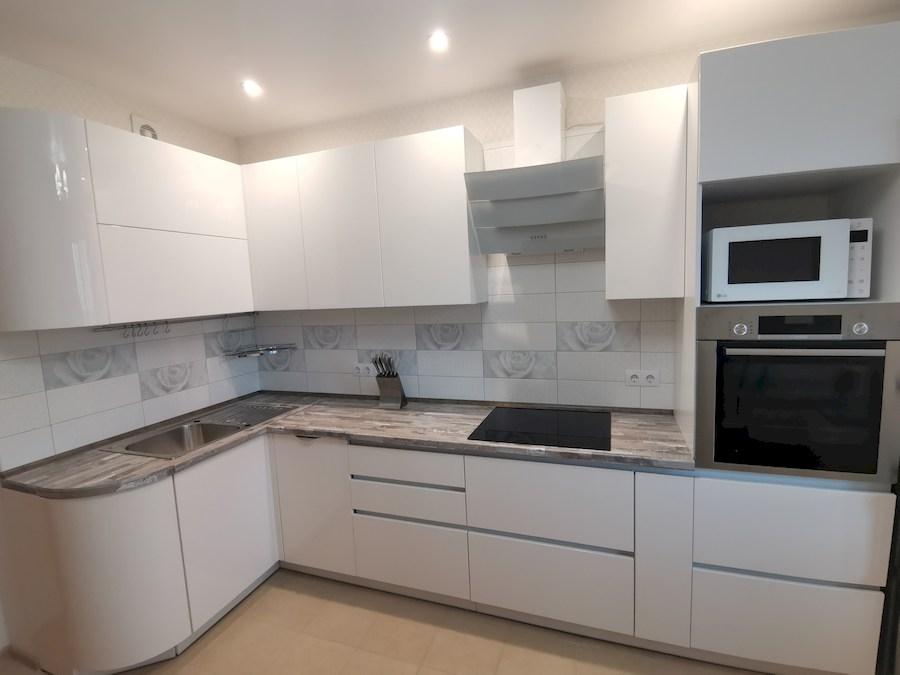Белый кухонный гарнитур-Кухня МДФ в ПВХ «Модель 574»-фото2